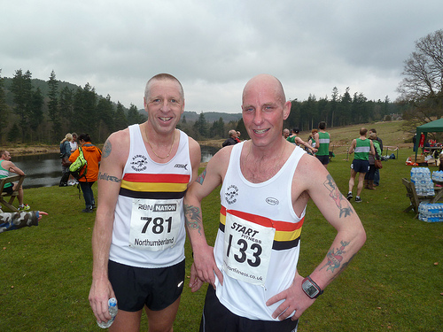 Dave LOWE and Bruce CROMBIE compare tattoo's after the Cragside 10k